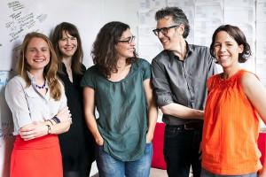 Dana Chivvis, Emily Condon, Sarah Koenig (da, ea a fost motorul), Ira Glass, cineva al cărei nume nu-l știu.