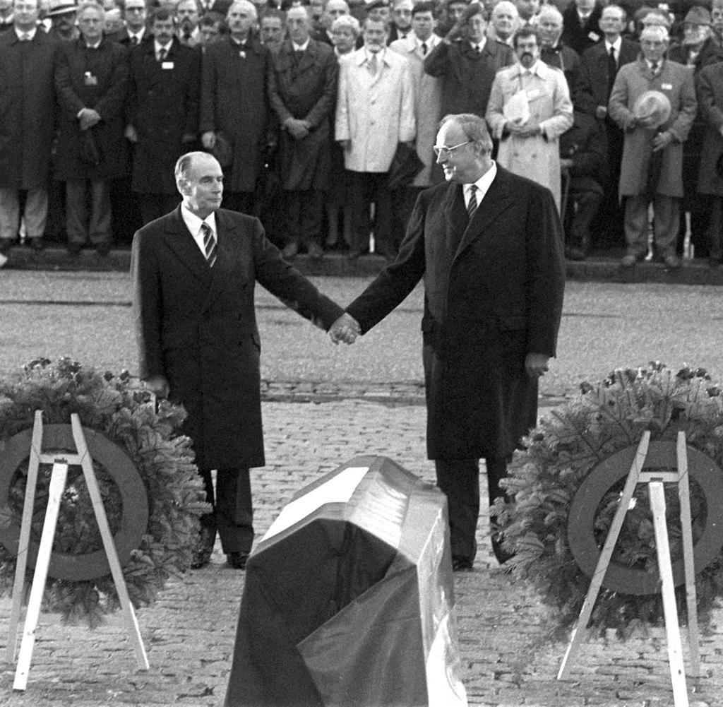 Mitterrand-und-Kohl-in-Verdun